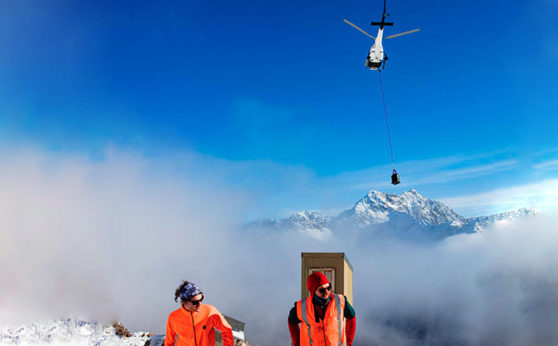 AS350 heavy lifting in the alps